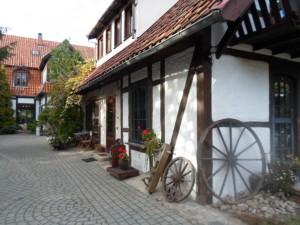 Blick auf das Restaurant vom Hof, Złoty Strug w Pluskach